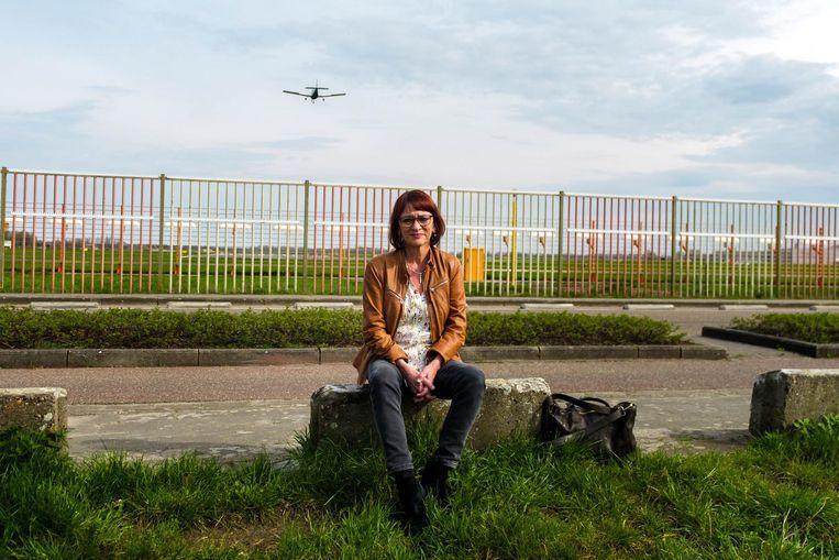 Vlaams parlementslid Ingrid Pira (Groen) aan de luchthaven van Deurne. Zij verzet zich tegen de plannen.