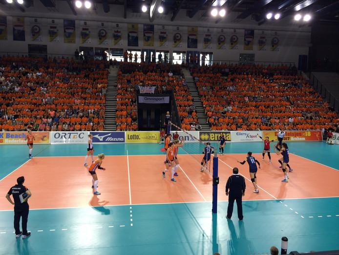De Oranje volleybalvrouwen op oranje wolk richting Rio