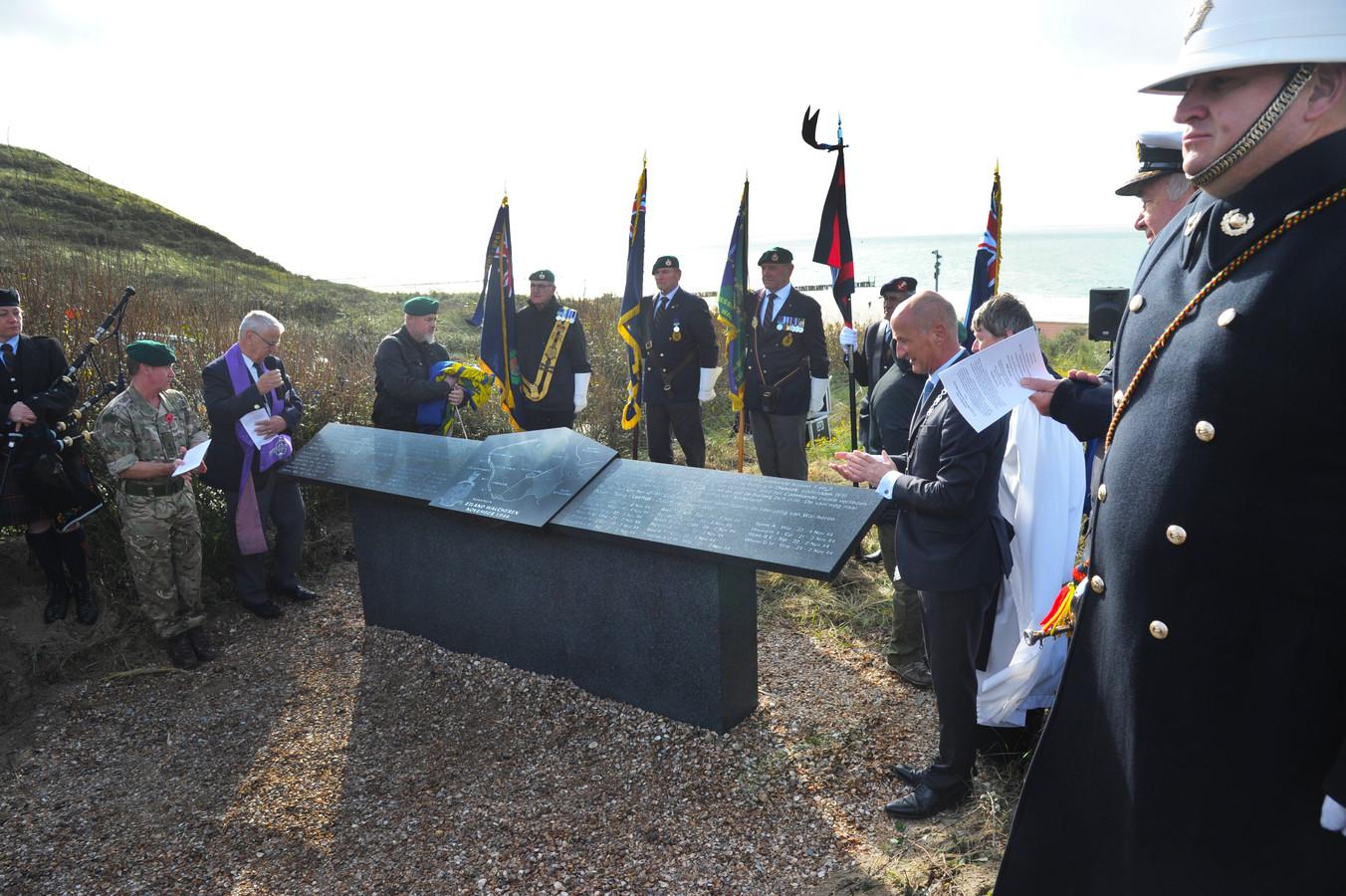 Het nieuwe monument voor de mannen van het 47th Royal Marines Commando die niet terugkeerden naar huis na de bevrijding van Walcheren in 1944, bovenop het duin bij de overgang Kaapduinen in Dishoek.
