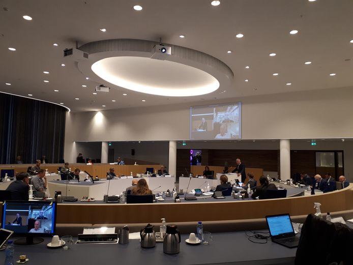 De gemeenteraad van Almelo uit twijfels over de drastische bezuinigingsplannen van het college van burgemeester en wethouders.
