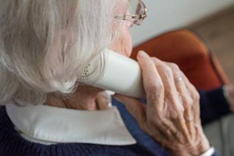 Senioren worden opgebeld.