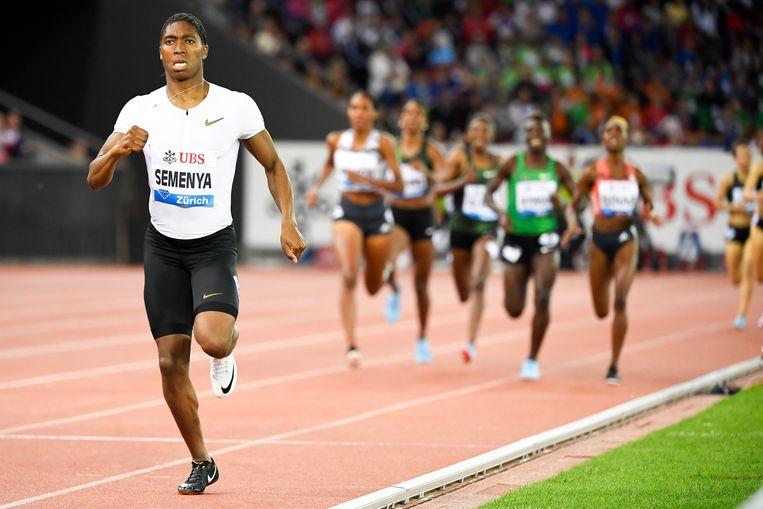 Caster Semenya op weg naar de overwinning op de 800 meter hardlopen voor vrouwen op de Weltklasse IAAF Diamond League in Zürich (Zwitserland), 30 augustus 2018.  Beeld EPA