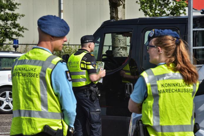 De controle vindt plaats bij grensovergang Hazeldonk, in de richting van Breda.