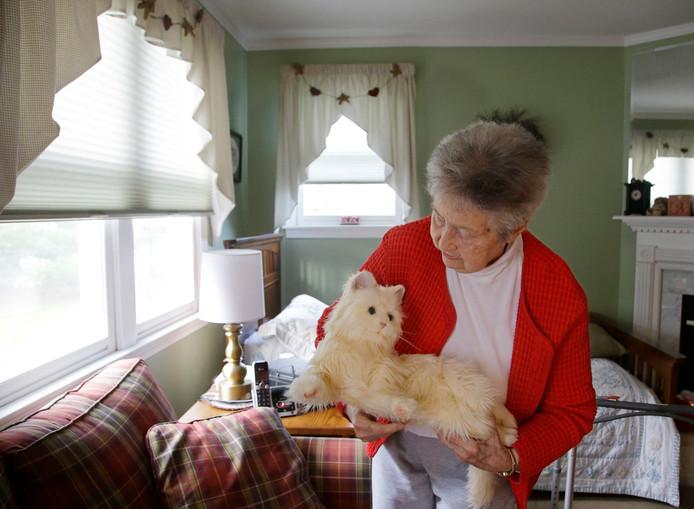 Hasbro ontwikkelde eerder al een robotkat, die vooral als gezelschap dient voor ouderen.