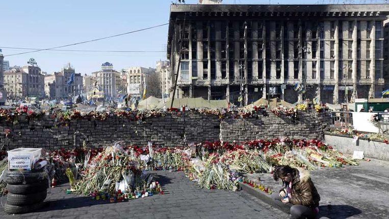 Bloemen op het Majdan, het onafhankelijkheidsplein, in Kiev Beeld anp