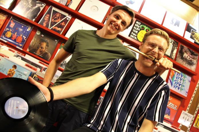 Yannick Verrest (l) en Matthijs van Dam willen zich onderscheiden, onder meer door drums toe te voeten aan hun sets.