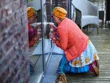 Clown Toet ontdooit zelfs stugste oudere: 'Zo voel ik me een rijk mens'