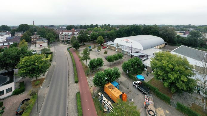 De locaties van sportcentrum De Leye en de oude kartonnagefabriek (linksboven) wachten aan de Baerdijk op een nieuwe invulling.