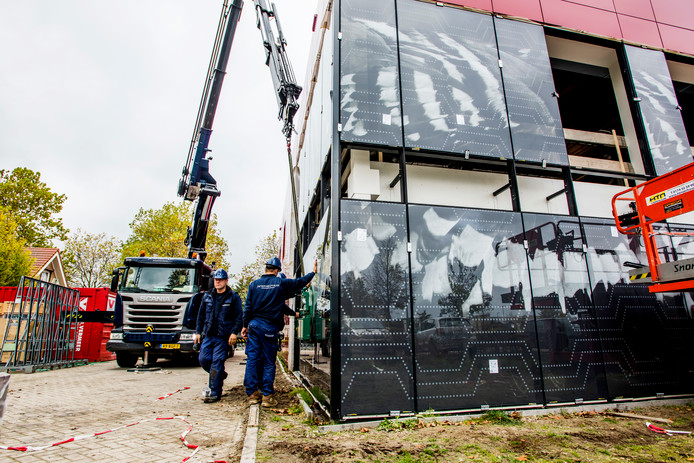UDENHOUT Hoppenbrouwers heeft een glaskunstwerk op de gevel van het nieuwe gebou