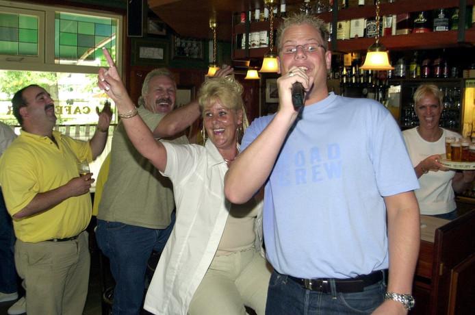 Archieffoto van een activiteit in café de Kwip. Op de achtergrond Anita Quispel.