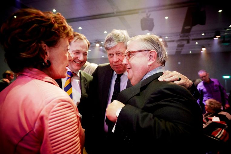 Neelie Kroes, Ivo Opstelten en partijvoorzitter Henry Keizer bij het VVD voorjaarscongres in 2015. Beeld anp
