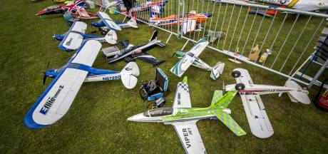 Wind kleine spelbreker op modelvliegshow in Hulsen