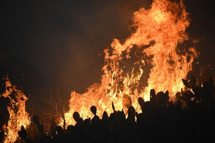 De Blue Ridge-bosbrand bij de plaats Yorba Linda in Californië.