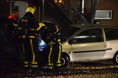 Twee auto's vliegen in brand in Breda, politie sluit brandstichting niet uit