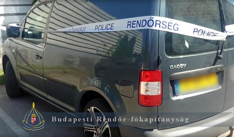 De bus van de twee Nederlanders die op het Sziget-festival door de Hongaarse politie zijn gearresteerd. Beeld Foto ANP