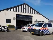 Politie vindt ernstig gewonde hond in loods Poortvliet