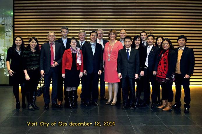 De Vietnamese ambassadeur tijdens een bezoek aan Oss.