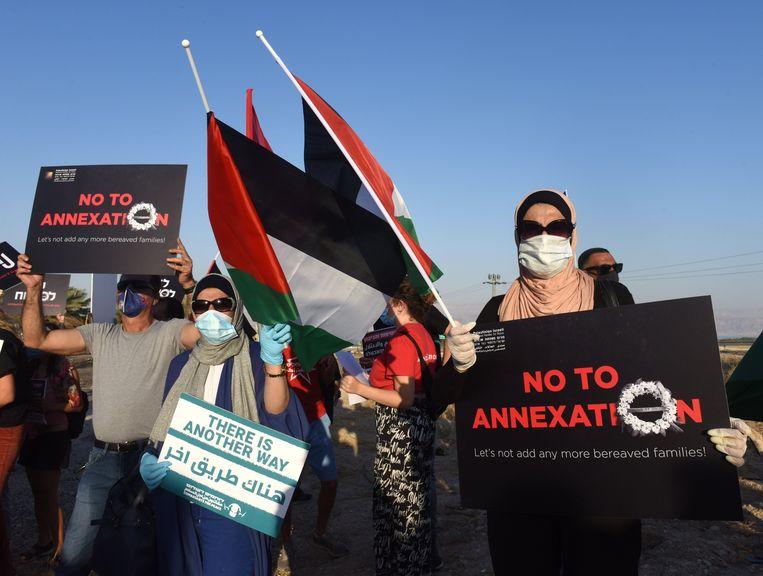 Palestijnen en Israëlis demonstreren op de Gazastrook tegen Israëls annexatiepplannen van de Westelijke Jordaanoever.