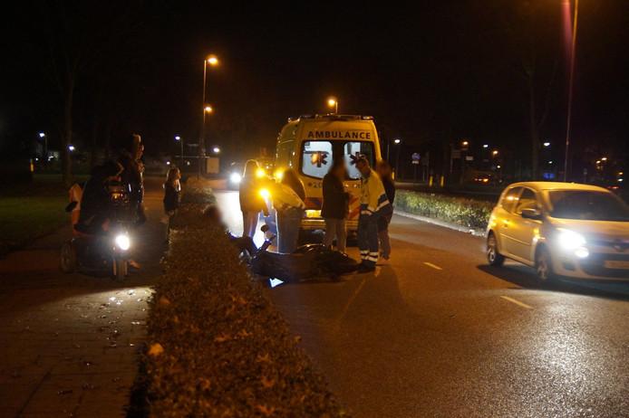 Scooterrijder aan gereden op de Akkerlaan in Waalwijk