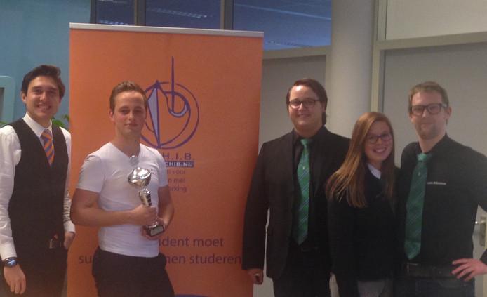 Navigators Studentenvereniging Zwolle (NSZ) wint de SCHIB-award voor meest toegankelijke studentenvereniging van Zwolle.