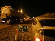 Vrachtwagen en auto botsen op N35 bij Nijverdal, één lichtgewonde