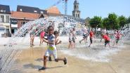 Jeugdbeweging zoekt verkoeling in fontein op Markt