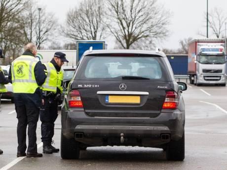 Vier bestuurders aangehouden, 14 auto's in beslag genomen en 50.000 euro gevorderd bij verkeerscontrole