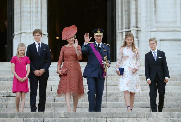 La famille royale quitte la cathédrale Sainte-Gudule après le traditionnel Te Deum de la fête nationale en la cathédrale des Saints-Michel-et-Gudule à Bruxelles.