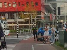 Scooterrijder aangereden door bus op rotonde De Nieuwe Poort