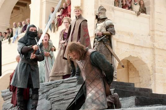 """Le personnage de Ned Stark se fait décapiter dans l'épisode 9 de la première saison de """"Game of Thrones""""."""