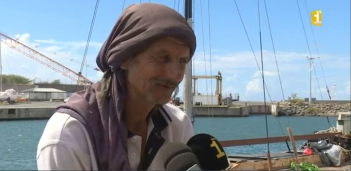De Pool had geen communicatie- of navigatie-instrumenten en er was slechts voor een maand proviand aan boord, vertelde hij aan de reddingsdiensten.