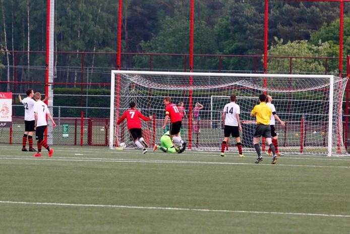 Spits Siemen van Straaten scoorde namens Union tegen zijn oude club.