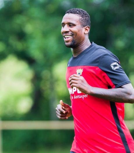 Douglas intens gelukkig op eerste dag bij Go Ahead Eagles: 'Ik ben zo blij'