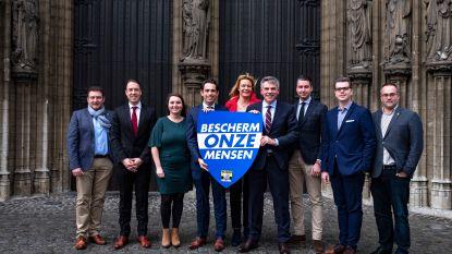 """Vlaams Belang stelt Antwerpse kandidaten voor: """"De leugens van De Wever zijn een gamechanger"""""""
