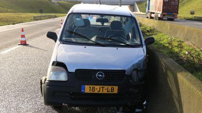 Nederlandse bestuurster zwaargewond na aanrijding met zwaar metalen voorwerp op R2