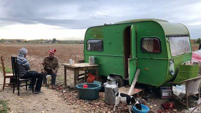 Buurt hoopt op snelle oplossing voor man die al maanden in vervallen caravan leeft