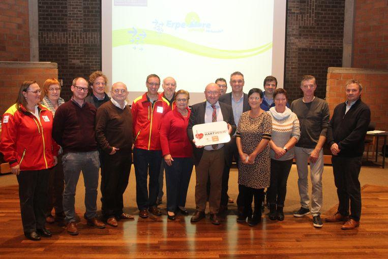 Het gemeentebestuur van Erpe-Mere kreeg vanwege het Rode Kruis het 'hartveilig'-label uitgereikt.