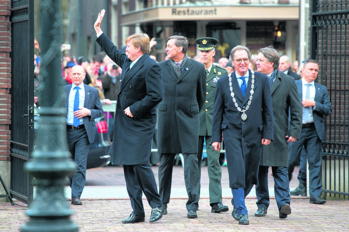 Burgemeester Ton Rombouts met koning Willem-Alexander en commissaris van de koning Wim van de Donk tijdens de opening van de Jeroen Bosch expositie.