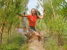 Heerlijk: met je blote voeten door de modder rennen in Brielle