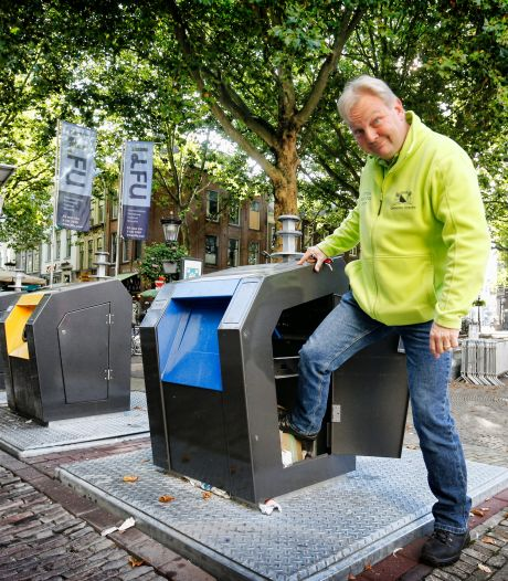 Van taakstraf naar buurtklus: afvalcoach Robert leert Utrechters samen de rotzooi op te ruimen