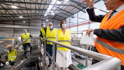 """Minister opent kistenwasserij van zes miljoen: """"Voor minder vrachtwagens op de weg"""""""