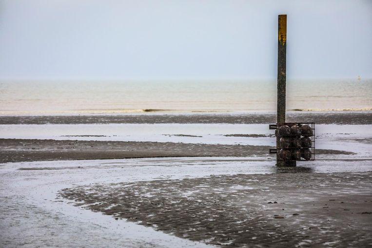 De getijdepalen blijven nog tot eind november en zullen er dan, door het zoute water van de zee, helemaal anders uitzien.