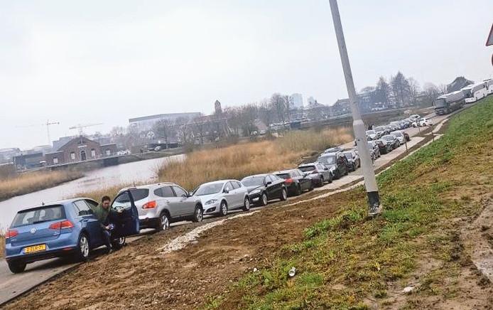 Drukte met parkeren bij Kinderdijk.