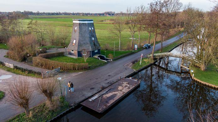 De loswal voor de molen in Giethoorn.