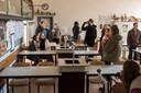 Mgr. Frencken College gaat verbouwen. Zaterdag was er een open dag waarop oud leerlingen nog eens konden kijken naar oude klassenfoto's.