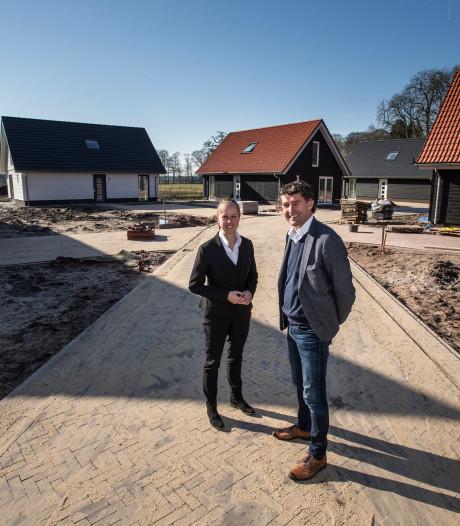 'Klein dorpje' bij Almen bijna klaar