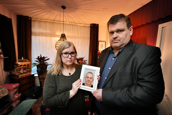 Eef-Jan Elst, samen met zijn dochter en weduwe Anica. Hij is de schoonvader van de op 5 februari verongelukte Herwin Dikken,  op de N315 bij Ruurlo.
