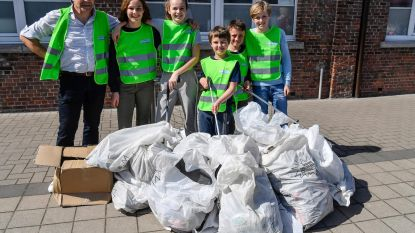 Leerlingen De Dobbelsteen helpen natuur 'opruimen'