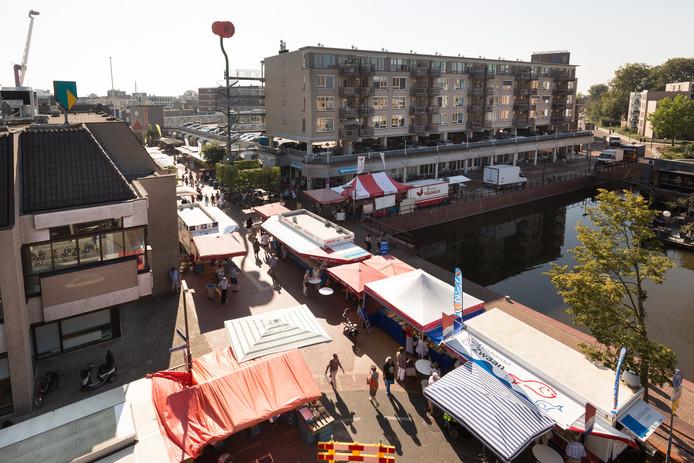 De markt werd door alle bouwwerkzaamheden gedeeltelijke verplaatst naar de Rosa Luxemburgstraat en de Klara Zetkinstraat.