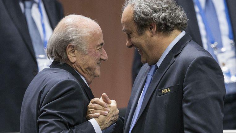 Vrijdag was Blatter (links) nog blij met zijn herverkiezing als baas van de FIFA Beeld ap